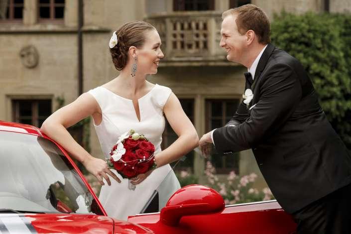 Hochzeitsfotos mit Brautwagen