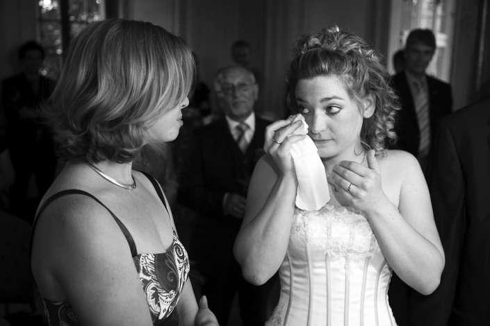 Freudentrännen der Braut, Hochzeitsfoto in Karlsruhe