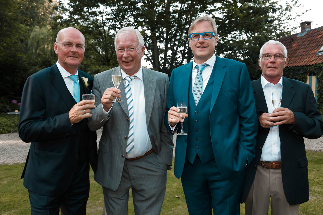 Gruppenfoto beim Hochzeitsfest, die Herren