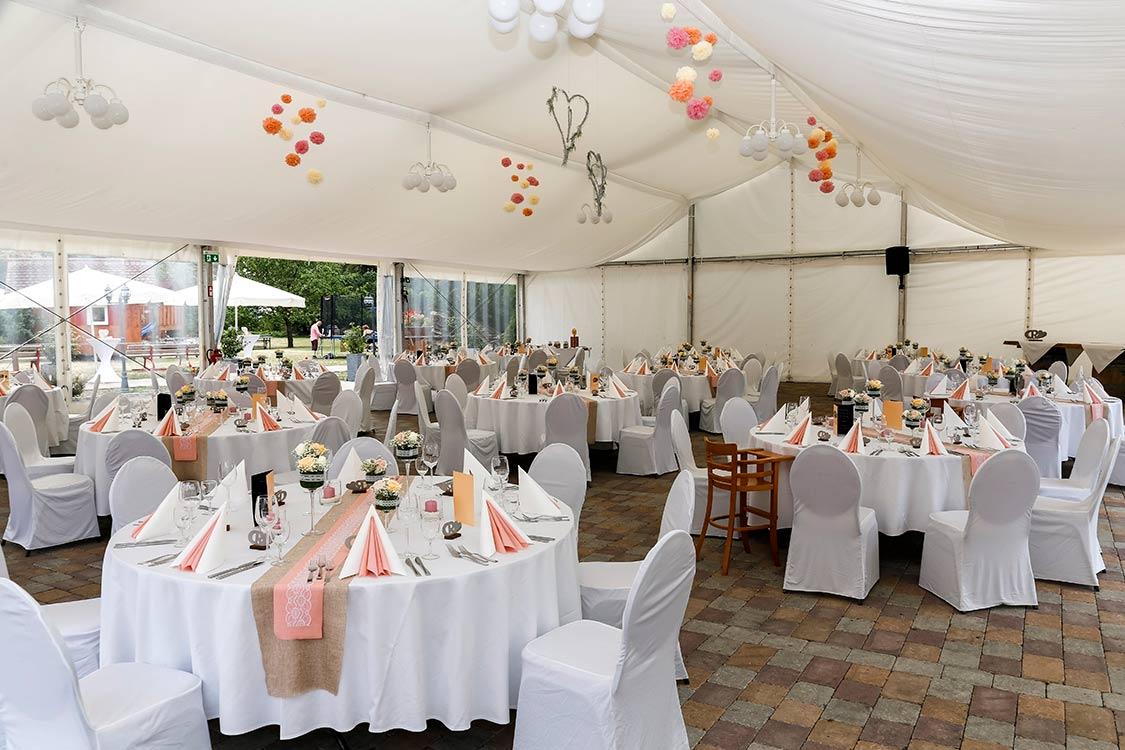 Hochzeit im festlichen Zelt