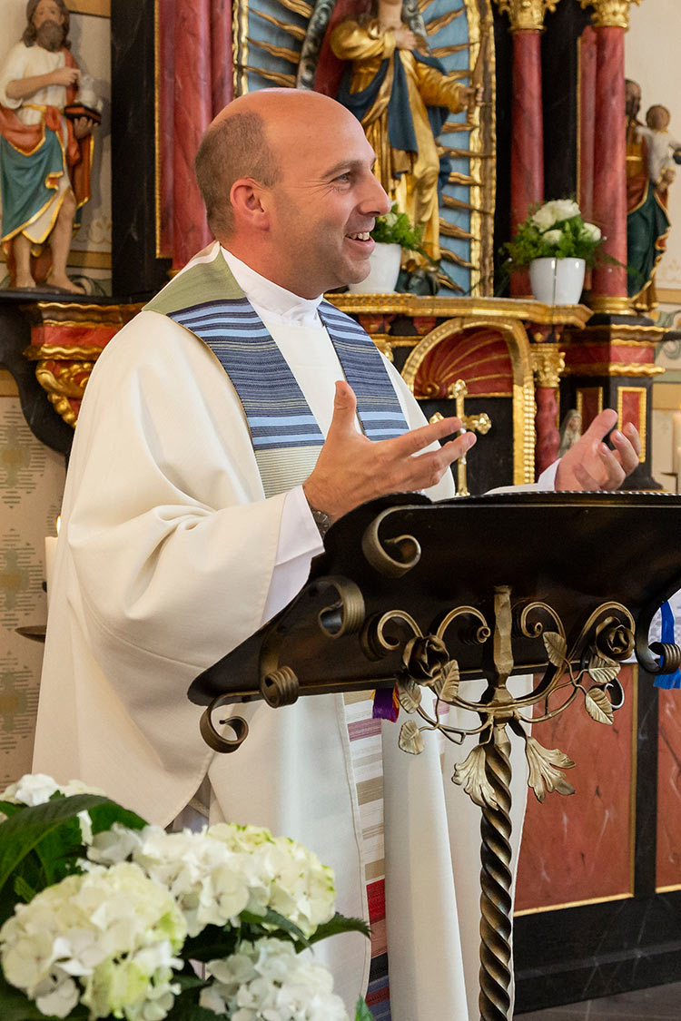 Hochzeitsfotos in Emmelshausen, Pastor Adams