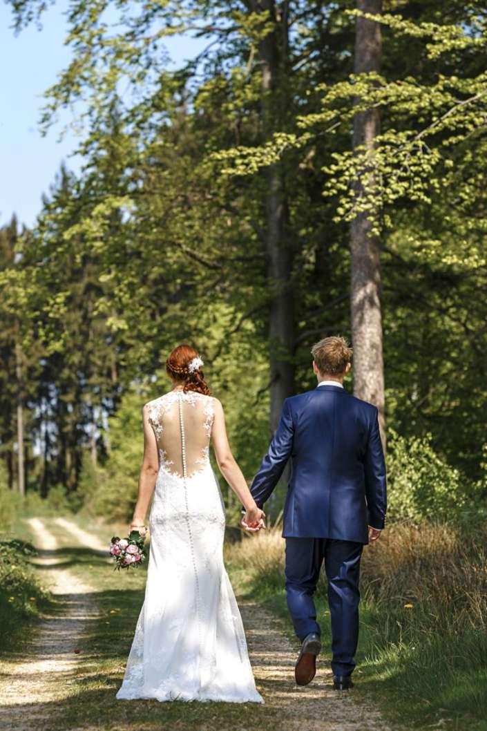 Hochzeitsbilder in Bretten, Spaziergang Brautpaar