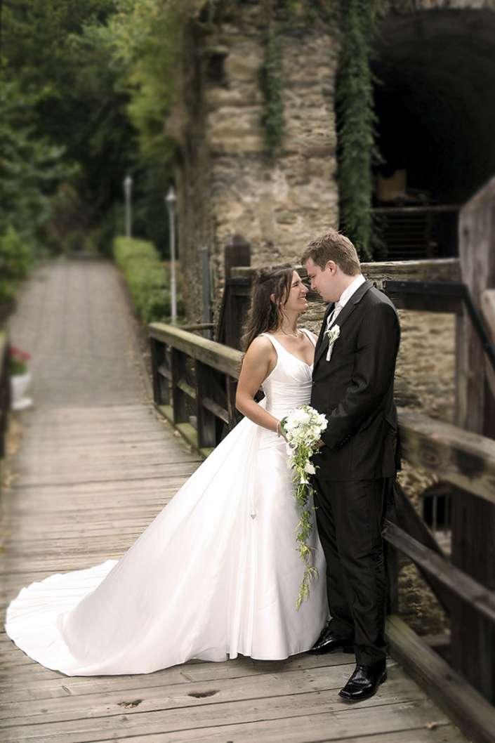 Hochzeitsfotograf St. Goar, Paarfotos auf der Brücke
