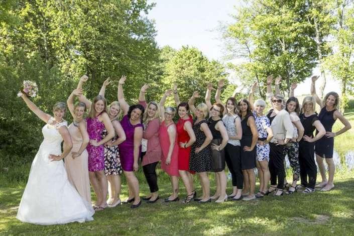 Hochzeitsfotografie Furtwangen Profi-Fotograf zeigt Gruppenbild