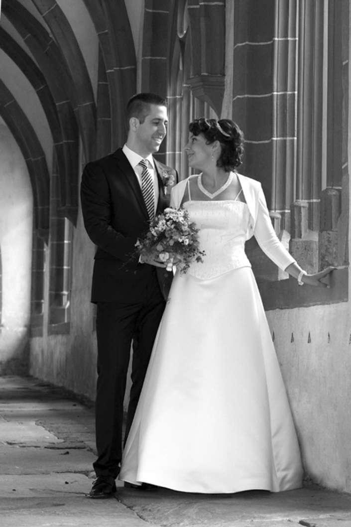 Hochzeitsfotografie Oberwesel im Kreuzganz der Liebfrauenkirche