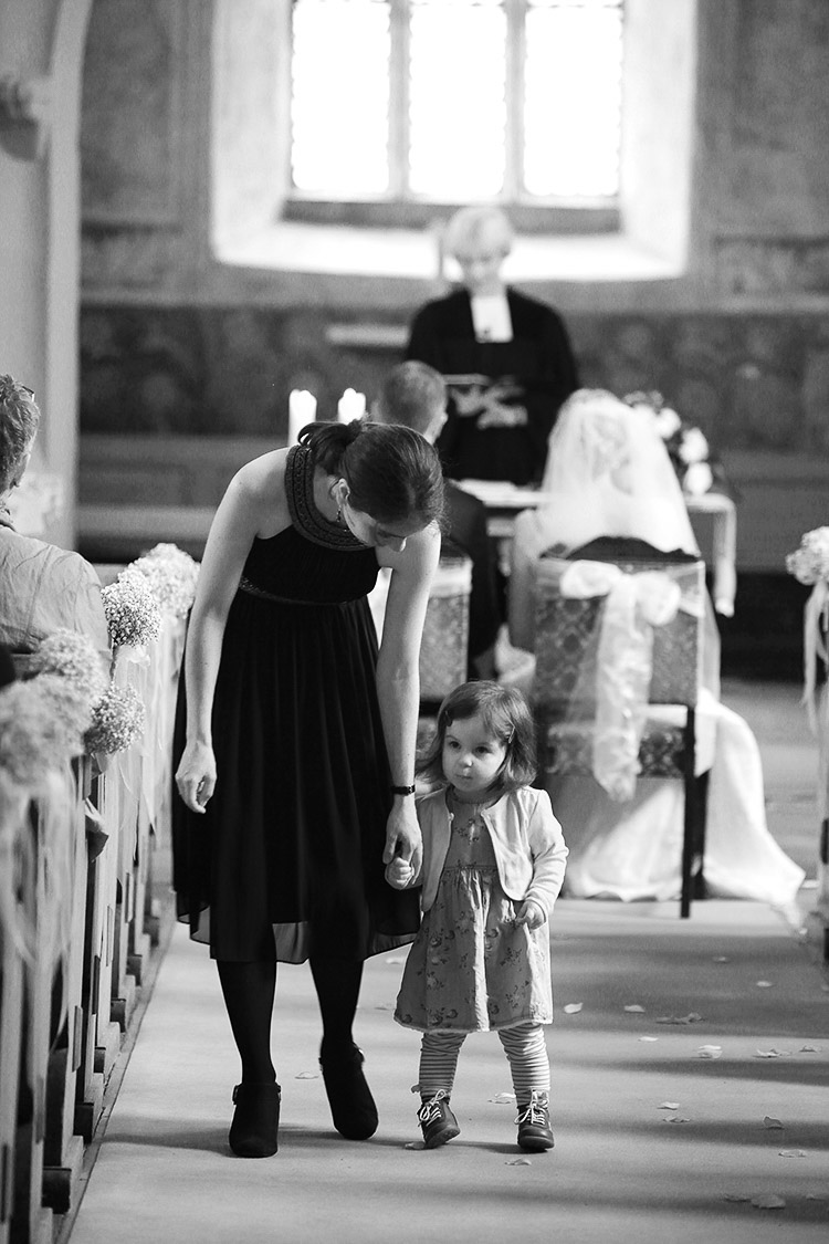 Kinder beim Trauungs-Gottesdienst