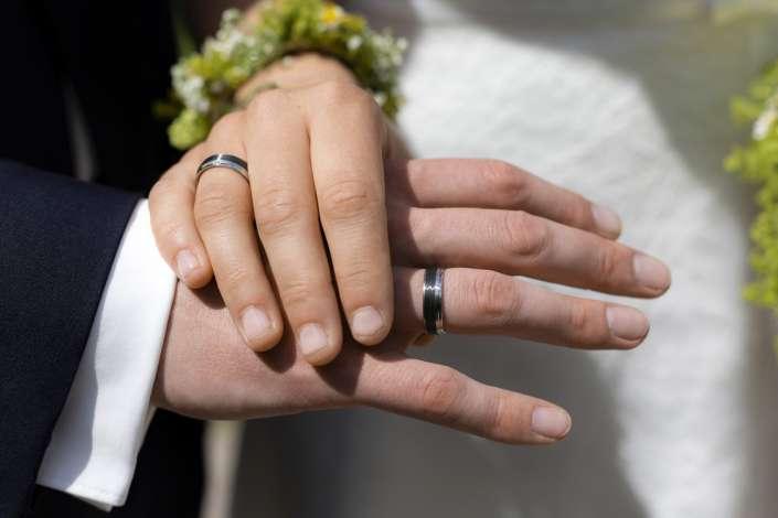 zehn Finger, zwei Ringe