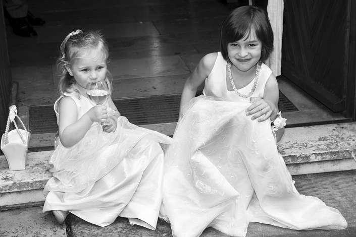 Hochzeitsfotograf in Bruchsal fotografiert Blumenmädchen