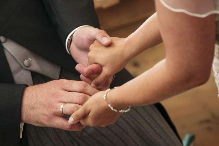 an der Hand nehmen, nach der Trauung