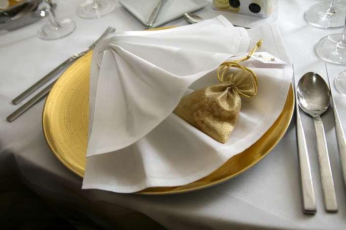 gedeckter Tisch, Teller Hochzeit