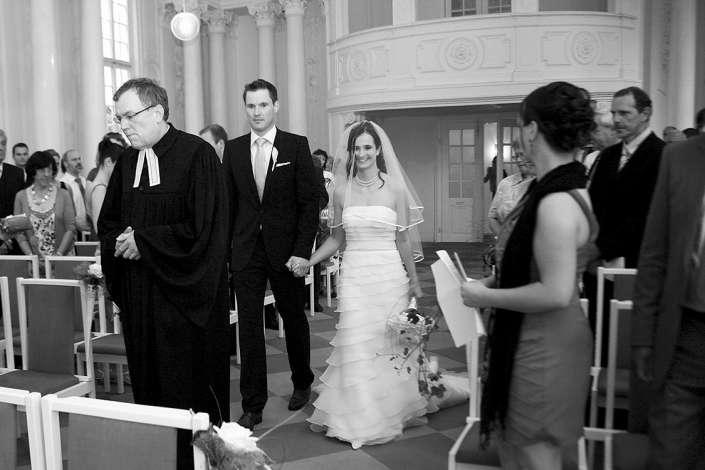 Brautpaar zieht gemeinsam ein