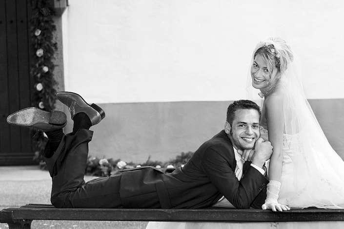 witziges Foto vom Brautpaar
