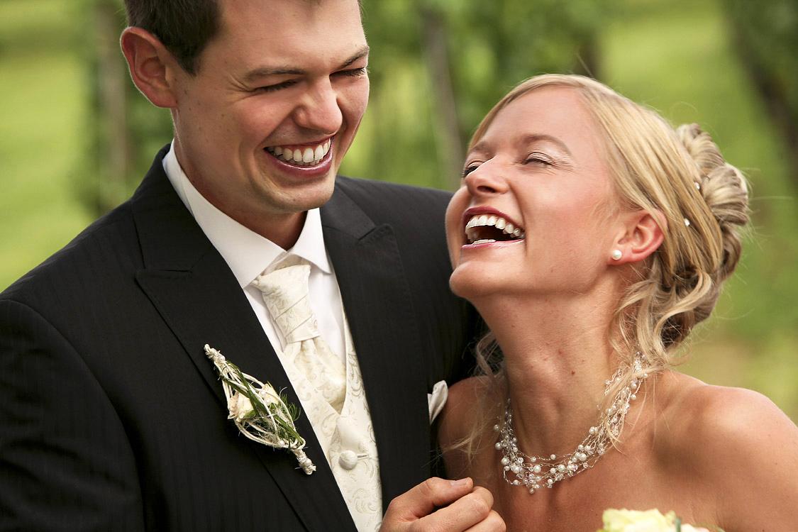 natürliche-Hochzeitsfotos, Nahaufnahme vom Brautpaar