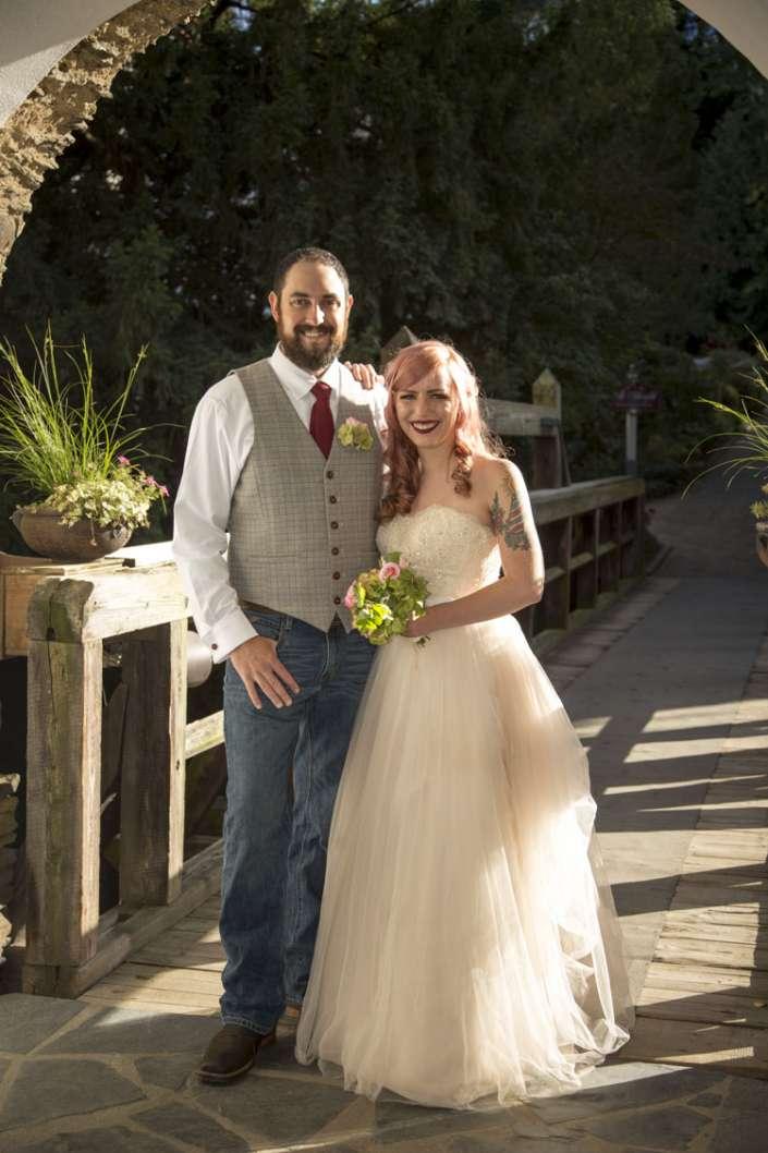 Hochzeitsfotos unter dem Torbogen in Waghäusel-Phillippsburg
