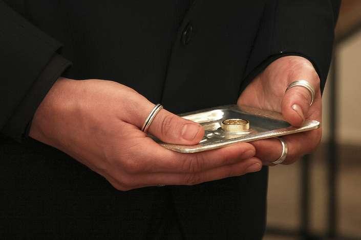Ringe auf Tablett
